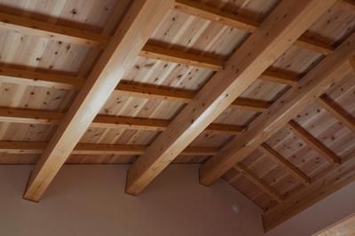 天井の化粧材は、南飛騨の国産材を使用。